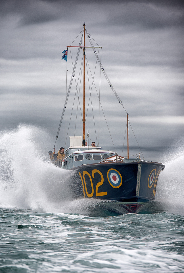 RAF Launch HSL 102 in the Solent. 1557